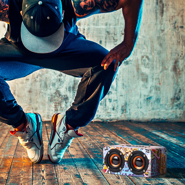 Bluetooth Speaker im Graffiti Design Schwarz mit 32GB Micro SD Karte